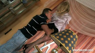 Desperate housewife Federica is seduced for a hot blowjob