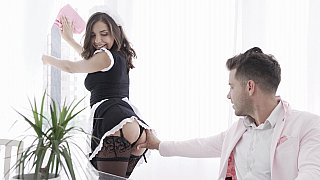 Hottie was maid for blowjobs